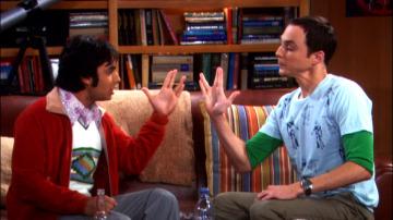 Nos probamos las camisetas de Sheldon Cooper