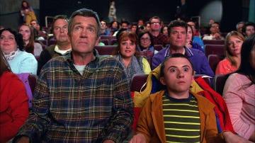 Brick se revela ante toda la sala de cine