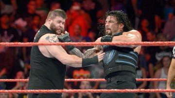 Owens se impone a Reigns gracias a la ayuda de Rusev en 'Raw'