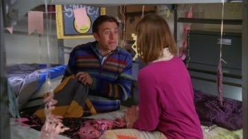 Frame 19.08262 de: Brad sorprende a Sue con una visita a la universidad