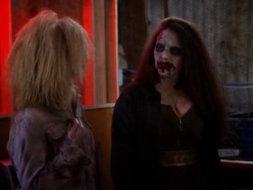 Frame 0.854671 de: Caroline se encuentra por fin a Randy. ¿Logrará hablar con él?