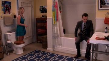 Sheldon se aparta de los invitados