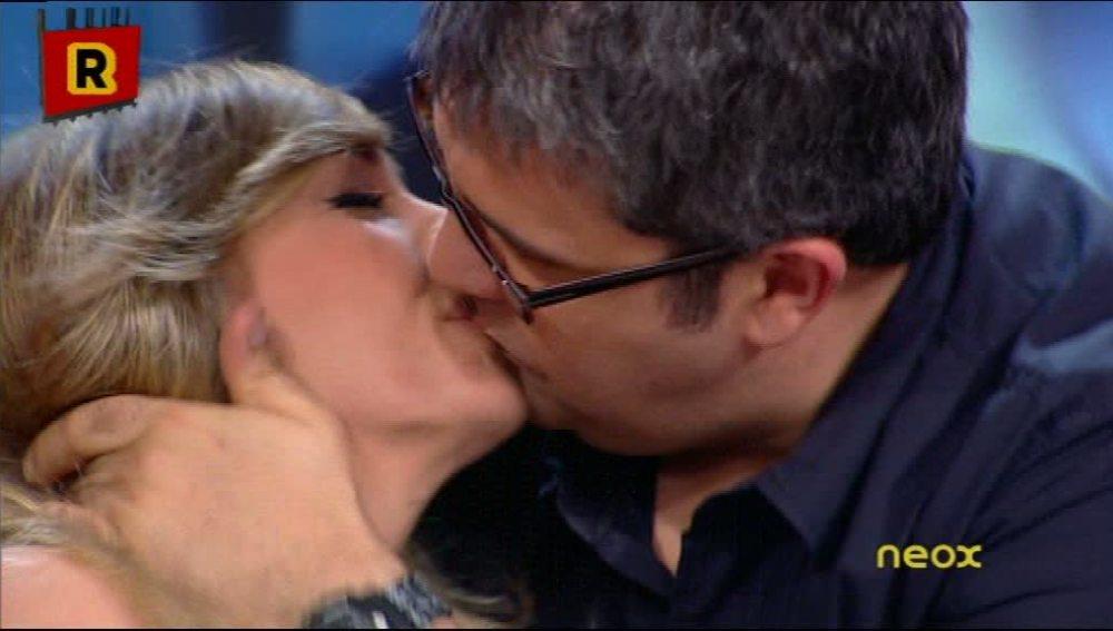 El beso de Flo y Anna