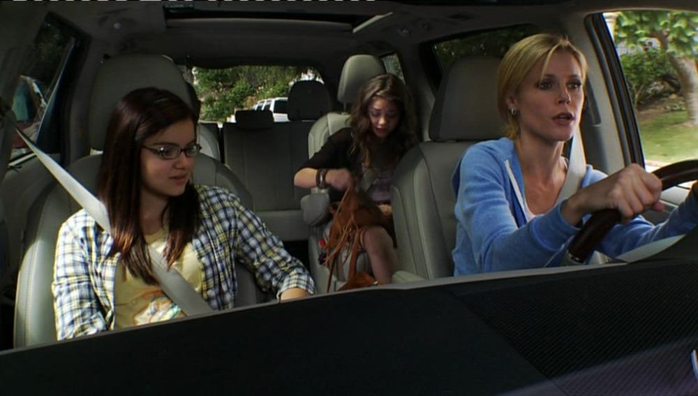 Alex, Haley y Claire en el coche