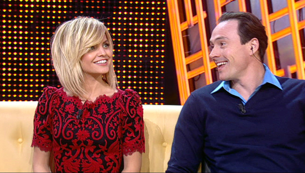 Chris Klein y Mena Suvari en Otra Movida