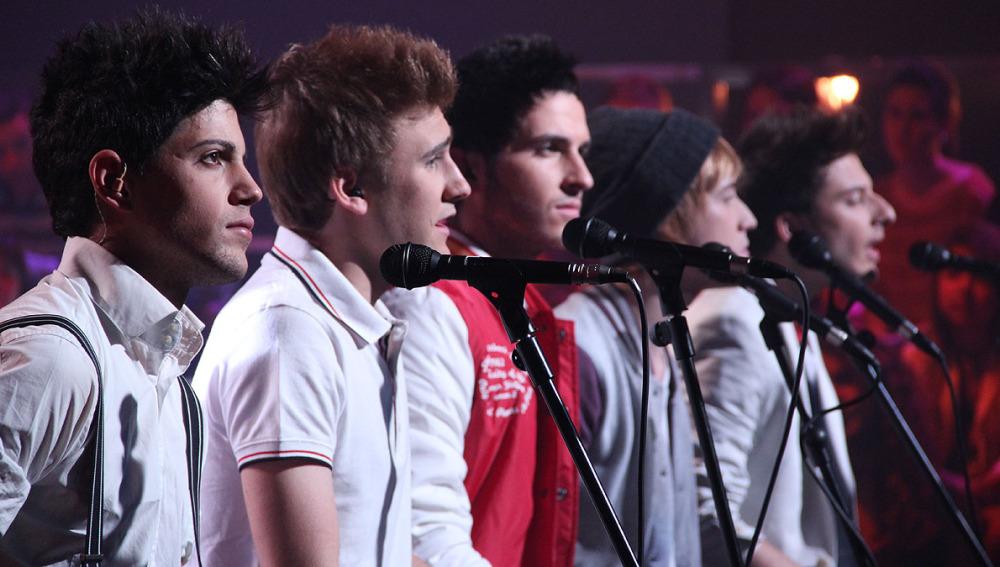 Los chicos de Auryn cantando