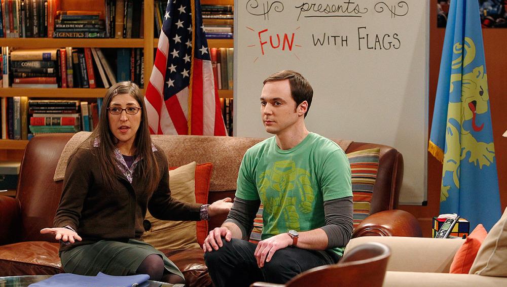 Amy y Sheldon y su clase de banderas