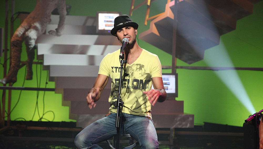 Iván, cantando en Estación Neox