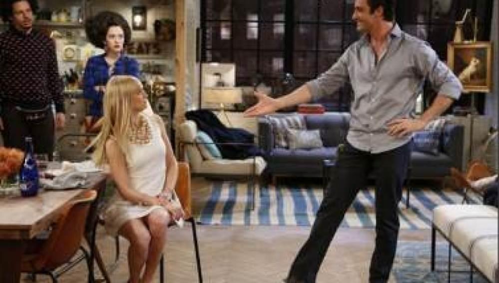 Nicolás invita a Caroline a cenar en su apartamento