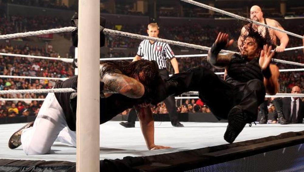 Reigns derrota a Rollins y Kane en un combate en desvenjata