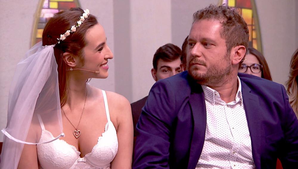 El Monaguillo se casa con otra mujer ante los ojos de su esposa