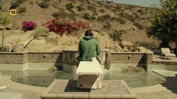 Frame 10.008807 de: Phil Miller es 'El último hombre en la tierra'