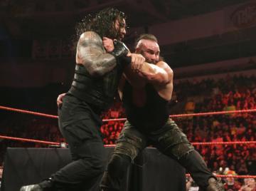 Strowman manda un mensaje a Roman Reigns en 'Raw'