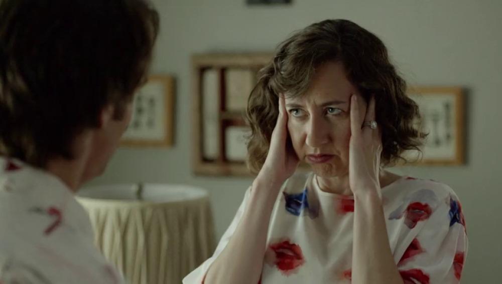 """Frame 18.585173 de: """"Carol, tengo que acostarme con Melissa. Sé fuerte"""""""
