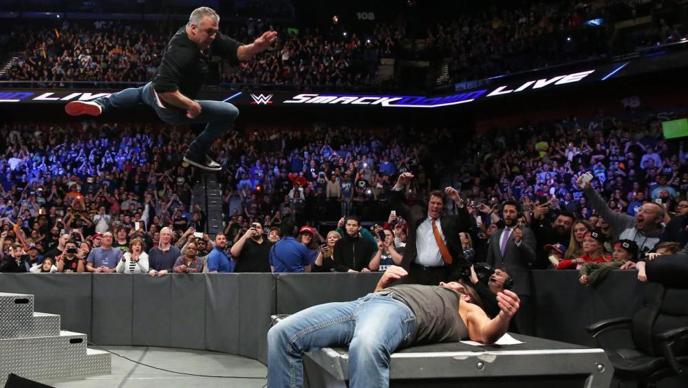 Shane McMahon va a por todas contra AJ Styles en 'SmackDown Live'