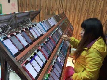 Mujer china en una fábrica