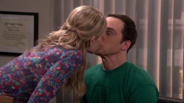 La presencia de Ramona hace que Sheldon tome una inesperada decisión
