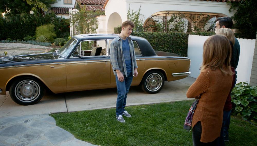 Luke regala un Rolls-Royce a sus padres por su graduación