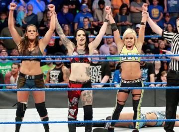 Nace el Escuadrón Riott en 'SmackDown Live'