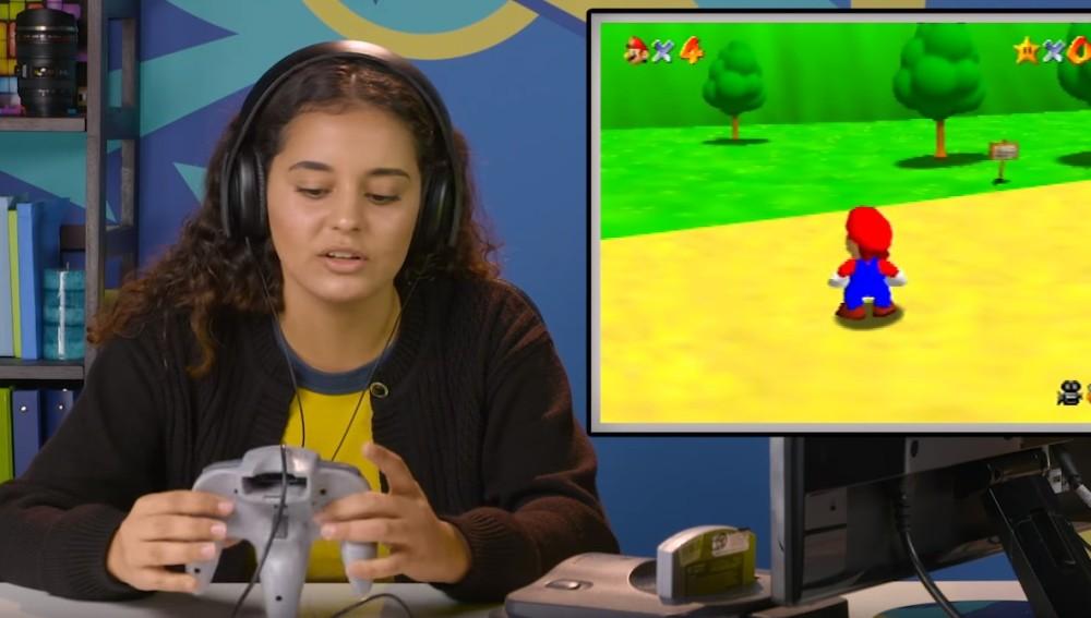 Chica con el mando de Nintendo 64