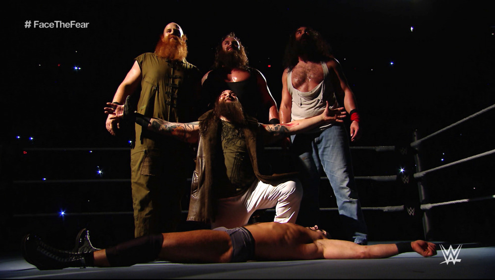 The Wyatt Family imponen el terror en Halloween en 'SmackDown'