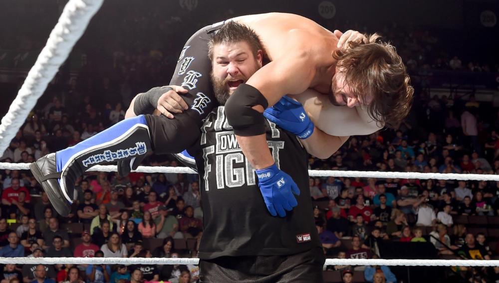 Kevin Owens se impone a AJ Styles en el Show Azul gracias a Jericho