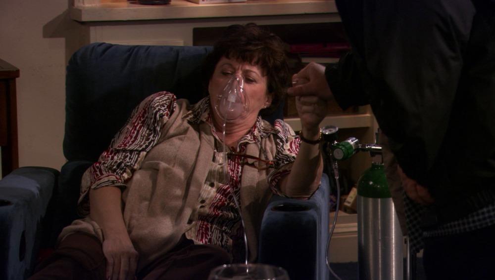 La madre de Mike finge un infarto
