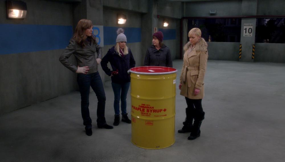 Bonnie pide ayuda a sus amigas con una mercancía especial
