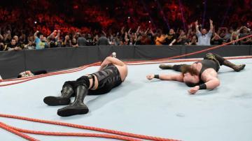 Braun Strowman y Big Show destrozan el ring de 'Raw'