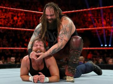 Bray Wyatt se impone a Ambrose en Londres
