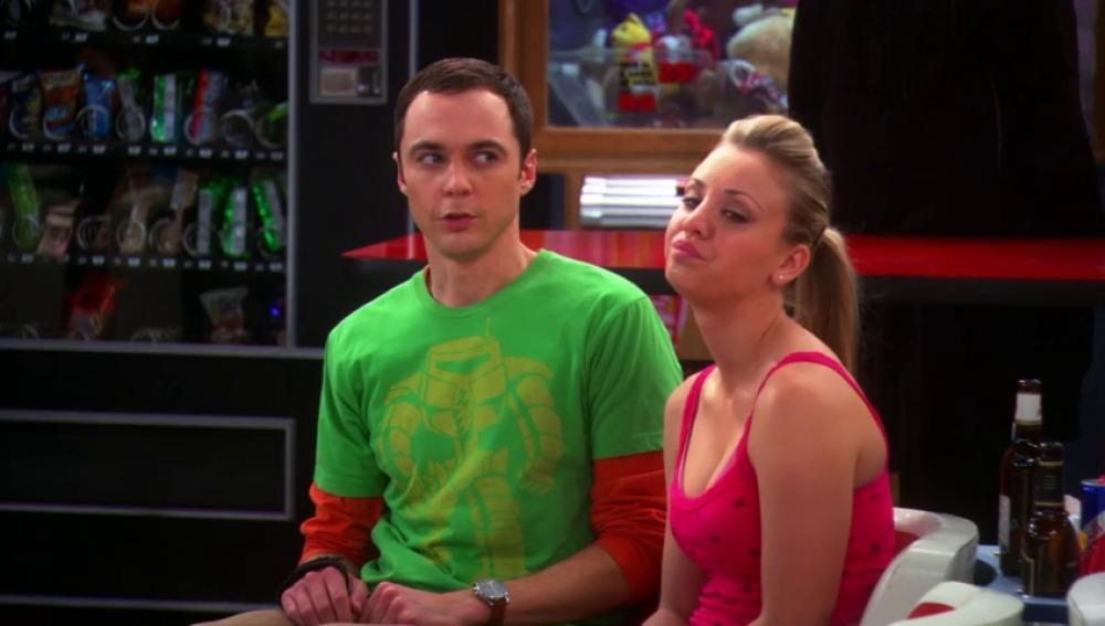 Frame 0.0 de: Leonard, Sheldon, Howard y Raj pierden una apuesta y tienen que disfrazarse