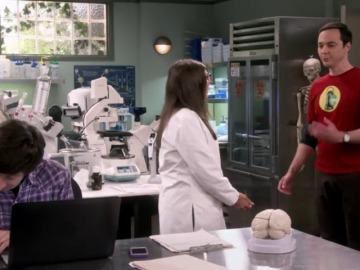 ¿Qué le dice Sheldon en clave morse a Howard?