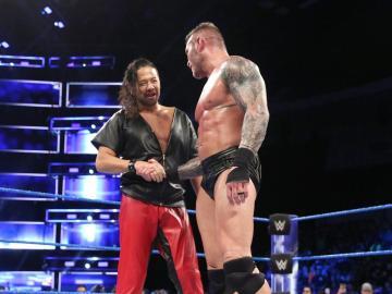 Nakamura acude al rescate de Randy Orton