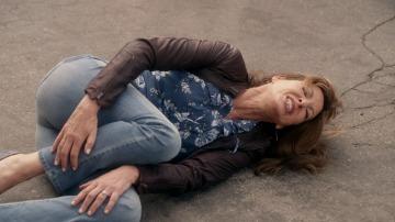 Bonnie se lesiona y Christy la sustituye en su trabajo