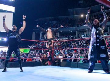 The Club se impone a Roman Reigns, Jason Jordan y Seth Rollins