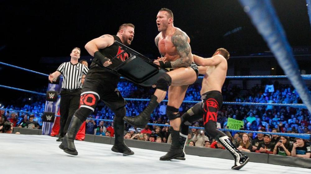 AJ Styles, Randy Orton y Shinsuke Nakamura vencen a Kevin Owens y Sami Zayn