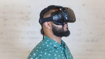 Jugador con dispositivo de realidad virtual