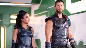 Tessa Thompson y Chris Hemsworth en 'Thor: Ragnarok'